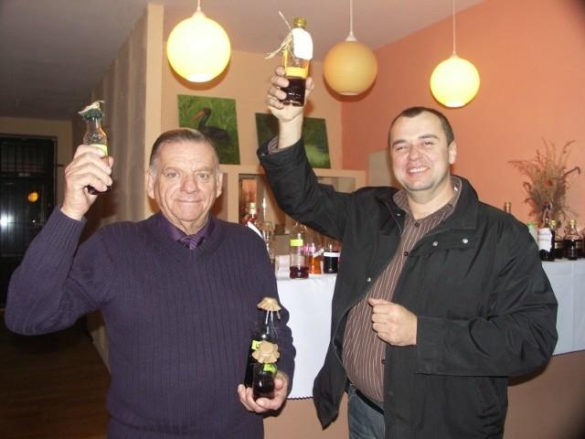Gerard Krank (z lewej) i Sebastian Skrzypiec nie kryli radości, że ich produkty zyskały uznanie jurorów.