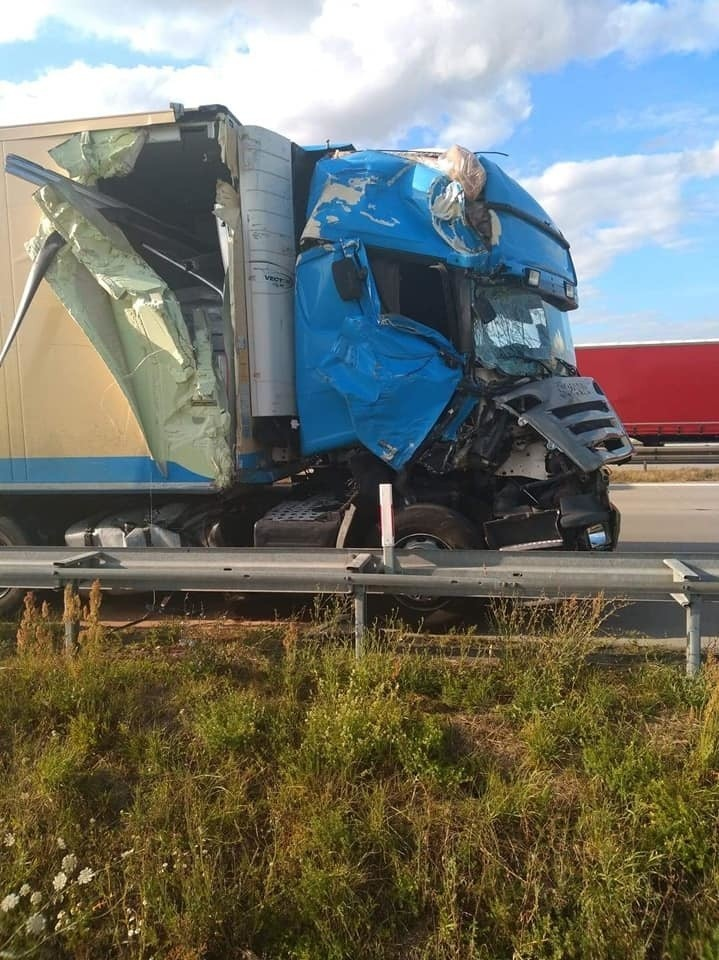 Wypadek 3 aut na autostradzie A4 pod Wrocławiem. Droga zablokowana, potężne korki
