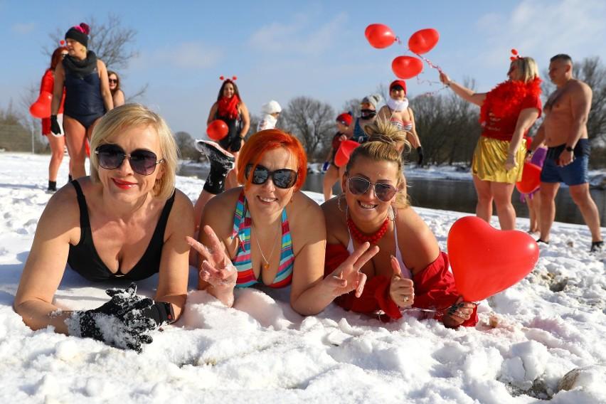 Walentynkowe morsowanie w Pilicy w Tomaszowie, 14 lutego...