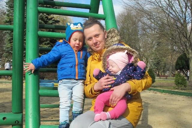 - 500 zł na drugie dziecko to dobre wsparcie dla rodzin - ocenia Renata Grabowska z ul. Chrobrego, mama Marcela i Emilki.