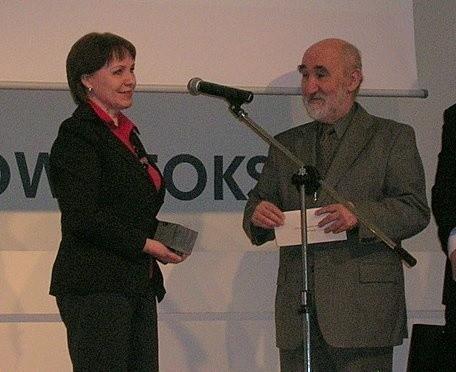 Dziennikarka Obywatelska Roku 2009, Jolanta Paczkowska odbiera nagrodę podczas gali w Domu Dziennikarza w Warszawie.