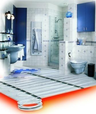 Wodne ogrzewanie podłogoweWodne ogrzewanie podłogowe ma wiele zalet. Dlatego coraz częściej wykorzystywane jest w budownictwie mieszkaniowym.