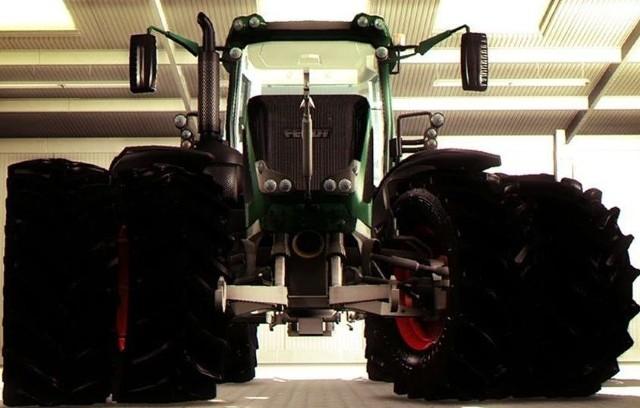 Symulator Farmy 2013Symulator Farmy 2013: Kto ma lepsze traktory?
