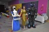 """Ponad 70 interaktywnych robotów na wystawie """"RoboPark"""" w """"Centralu 2"""". Rozmawiają, żartują, serwują kawę, bawią się z dziećmi"""