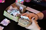 Turysta znalazł w Sopocie dużą ilość gotówki. Policja czeka na właściciela pieniędzy