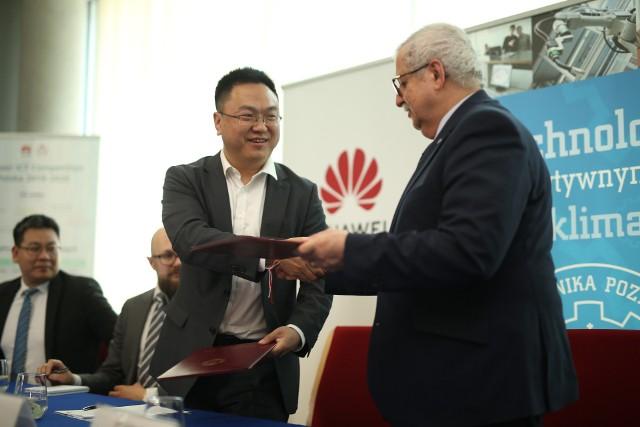 Politechnika Poznańska otrzymała, w ramach współpracy z Huawei, wysokiej klasy komputery o wartości ok. 160 tys. dolarów.
