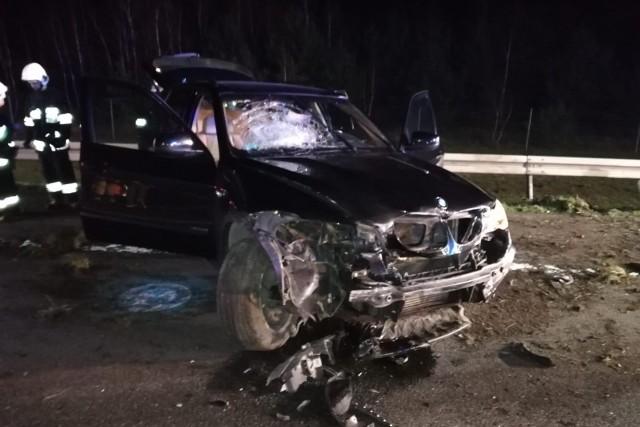 W niedzielę, 24 listopada tuż po godz. 17 na autostradzie A2 pomiędzy miejscowościami Modła Królewska i Sługocin (powiat koniński) doszło do wypadku. Zderzyły się samochody marki BMW i Audi. Zobacz więcej zdjęć ----->