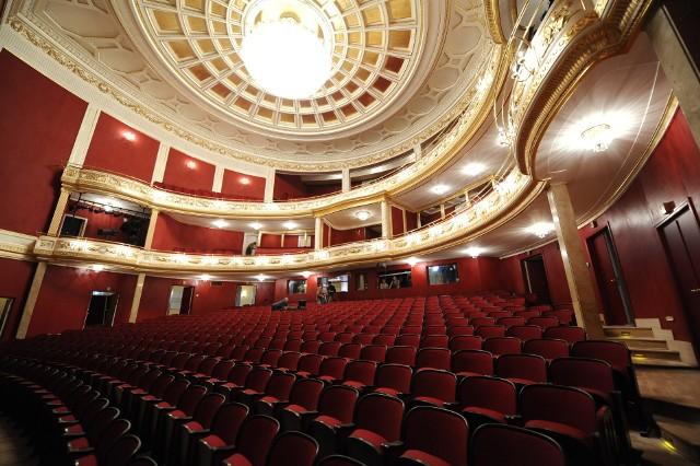 Prezentujemy szczegółowy wykaz teatrów w Poznaniu, do których warto udać się po epidemii, by obejrzeć spektakle teatralne.