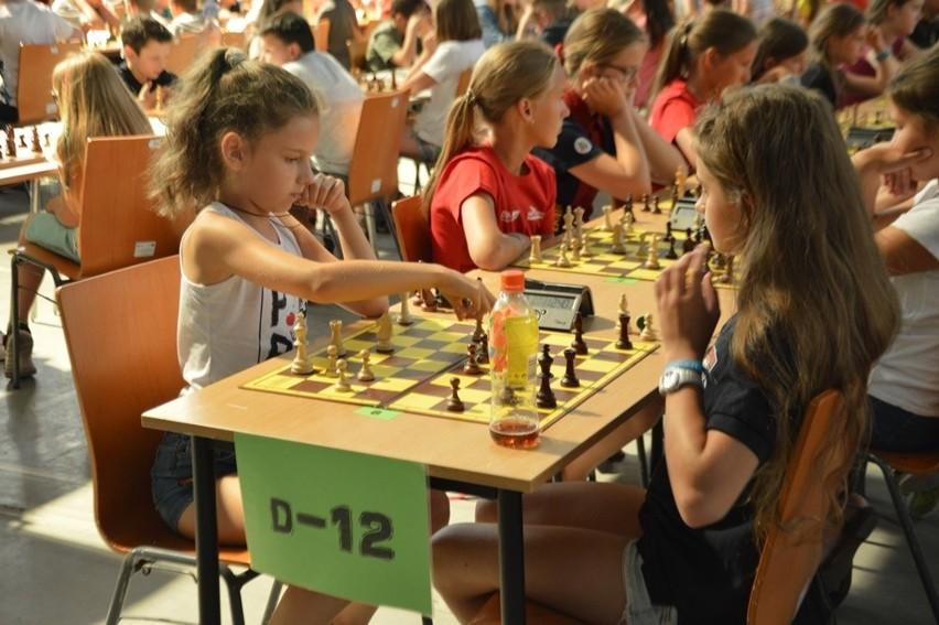 Młodzi szachiści opanowali Halę Ludową (ZDJĘCIA)