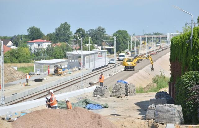 Na wysokości ulicy Kozienickiej/Struga w Radomiu trwa budowa nowego przystanku kolejowego i drugiego toru.
