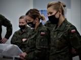 W toruńskim Centrum Szkolenia Wojsk Obrony Terytorialnej żołnierze tej formacji z całej Polski uczyli się, jak pomagać ciężko chorym