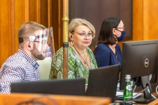 26 października, podczas sesji sejmiku, poinformowano m.in. o przygotowywaniu kilkuset miejsc dla chorych na covid-19 w szpitalach podległych samorządowi województwa