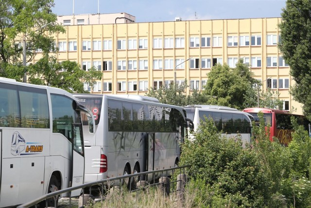 Wybrzeże Słowackiego, parking dla autokarów.