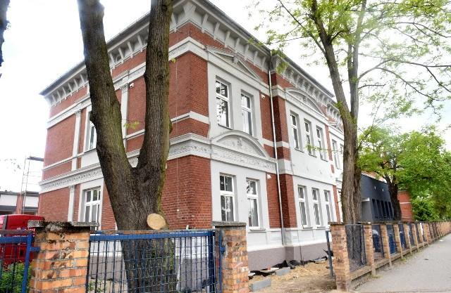 Termomodernizacja Szkoły Podstawowej nr 1 w Sulechowie. Obiekty pięknieją z dnia na dzień. Najważniejsze, że będzie teraz wygodniej, oszczędniej i bardziej ekologicznie