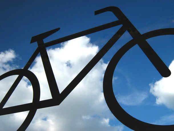 Europejski Dzień Bez Samochodu: rowerzyści przejeżdżają przez Poznań