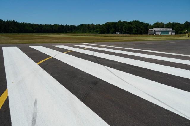 Pas na Krywlanach na 1350 metrów. Ale dziś można korzystać z odcinka o długości 850 metrów. By był w pełni dostępny muszą zostać - zdaniem miasta - usunięte przeszkody lotnicze. Dopiero wtedy przewoźnicy mają być zainteresowani lotami do i z Białegostoku