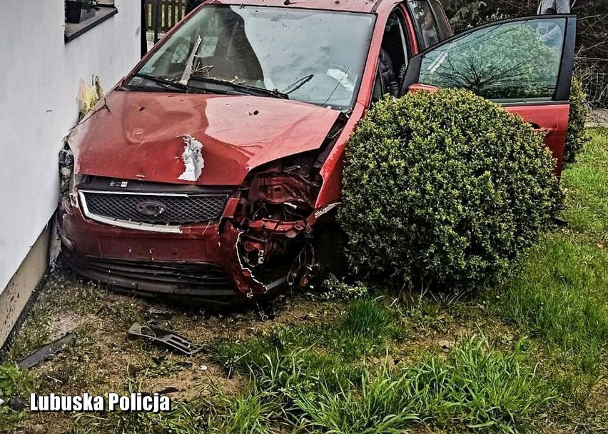 54-latka zdecydowała się wsiąść za kierownicę samochodu,...