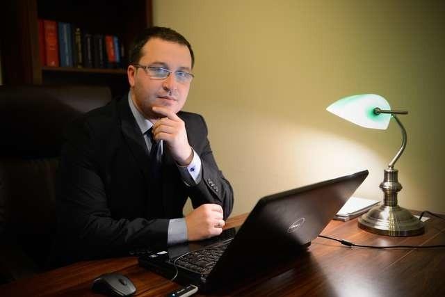 Adwokat Piotr Domański, do którego zgłaszają się ludzie oszukani na prezentacjach