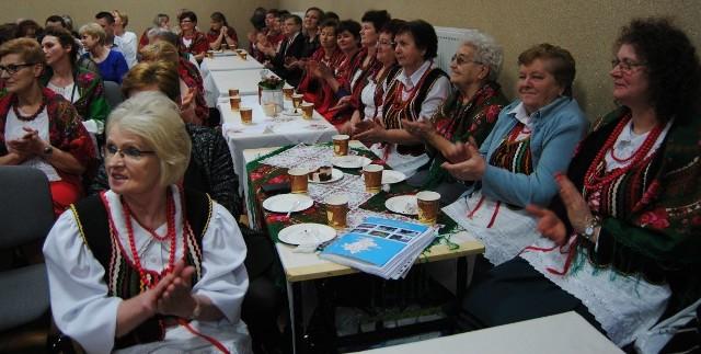 Koła gospodyń wiejskich i stowarzyszenia z gminy Włoszczowa spotkały się na balu karnawałowym w Czarncy.