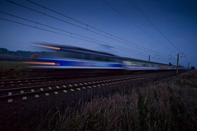 Uwaga: Zmiana czasu z letniego na zimowy - pociągi PKP Intercity pojadą inaczej w nocy z soboty na niedzielę [LISTA POCIĄGÓW, OBOSTRZENIA]