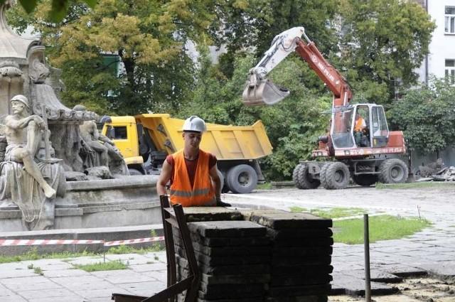 Remont placu Daszynskiego w Opolu.