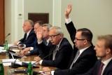 Komisja Śledcza ds. VAT przedstawiła raport końcowy. Chce Trybunału Stanu dla Tuska i Kopacz