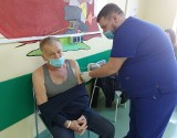Czeladź. W szpitalu codziennie szczepionych jest około 100 osób. Dawkę szczepionki przyjęło tu już 6 tysięcy osób