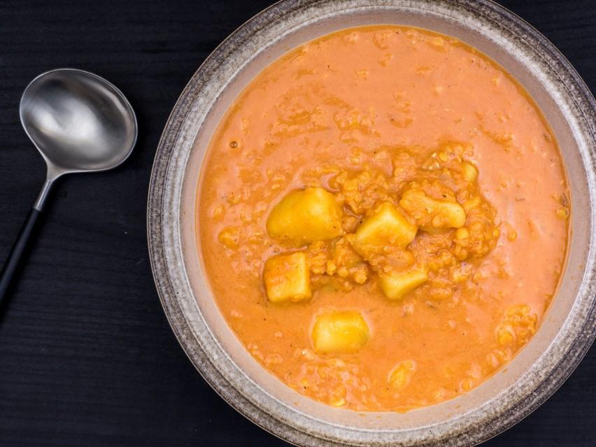 Rozgrzewająca Zupa Z Soczewicy I Ziemniaków Przepis