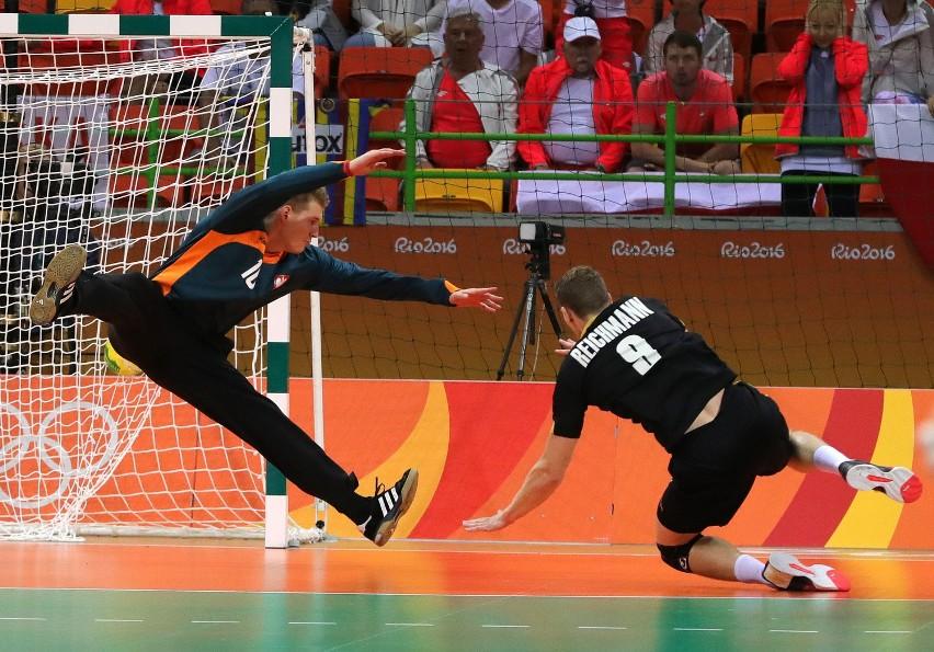 Polscy piłkarze ręczni dwukrotnie w Rio przegrali z Niemcami, ale niepowodzenie w meczu o medal jest znacznie boleśniejsze