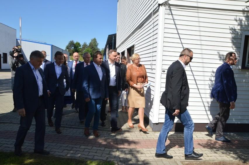 Prezydent Andrzej Duda z wizytą w firmie Wireland w Bytowie 9.06.2020. Doszło do ostrej wymiany zdań z mieszkańcami [zdjęcia, wideo]
