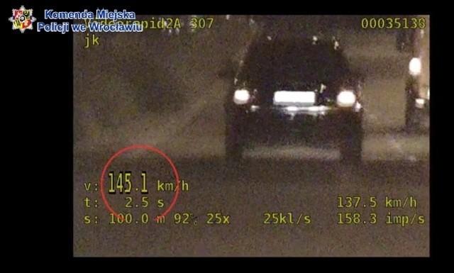 Audi jechało z prędkością 145 km/h. Pani kierowca była pijana.