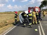 Powiat nakielski: samochód dachował, zalegał na części jezdni
