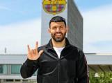 Transfery. Sergio Aguero piłkarzem Barcelony. Dwuletni kontrakt