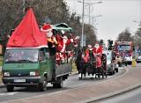 Mikołaje rozweseliły Tarnobrzeg. Paradowały ulicami, rozdawały prezenty dzieciom [ZDJĘCIA]