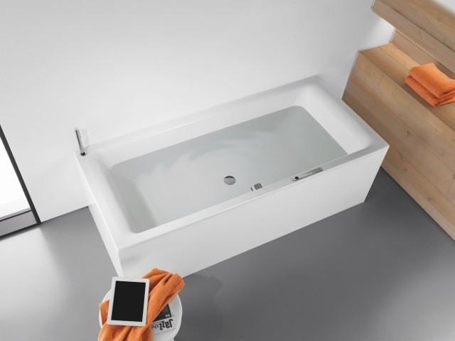 Wanna z systemem Sound WaveŁazienkowy system audio sprawi, że kąpiel będzie prawdziwym relaksem. Dzięki Sound Wave możemy nie tylko słuchać muzyki, lecz również odbierać dźwięki całą powierzchnią ciała. Delikatne drgania wody oddziałują na nasze zmysły.