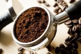 Wyrzucasz fusy z kawy? To błąd. Tak możesz je wykorzystać w domu i w ogrodzie! Poznaj nietypowe i sprawdzone sposoby