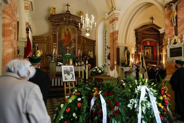 15.06.2021, Kraków: pogrzeb Janusza Wolfa na cmentarzu Rakowickim