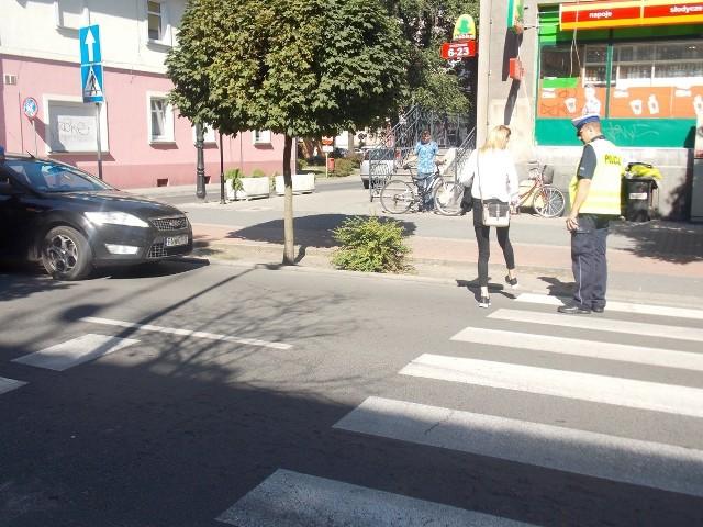 Z tego przejścia dla pieszych korzystają dzieci i młodzież z pobliskich szkól.