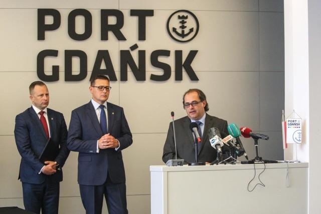 W podpisaniu umowy brał udział także minister Marek Gróbarczyk