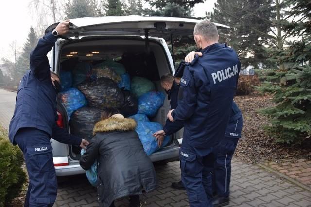 Policjanci i pracownicy cywilni Wydziału Prewencji Komendy Miejskiej Policji w Krakowie zorganizowali akcję, której celem była pomoc krakowskiemu Hospicjum im. św. Łazarza