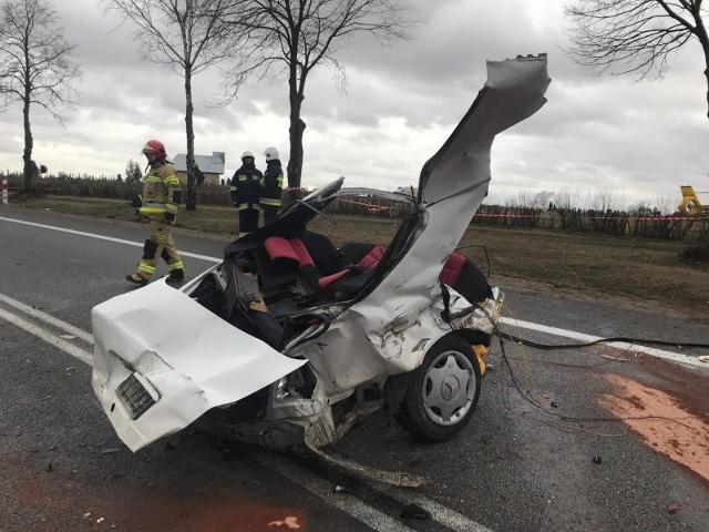 """Biuro Ruchu Drogowego Komendy Głównej Policji opublikowało raport """"Wypadki drogowe w Polsce w 2018 roku"""". Dowiadujemy się z niego między innymi, na których drogach krajowych dochodzi do największej liczby wypadków i gdzie ginie najwięcej osób. W 2018 roku na tych drogach doszło do 7 195 wypadków, w których zginęło 957 osób, a rannych zostało 9 175 osób. Sprawdź 10 najbardziej niebezpiecznych dróg krajowych w Polsce.Przejdź dalej --->"""