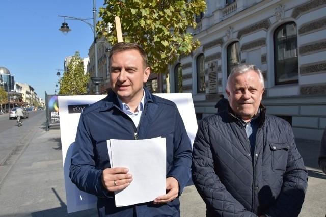 Wiceprezydent Tomasz Trela i przewodniczący komisji edukacji Sylwester Pawłowski liczą, że kurator bez zbędnej zwłoki wyda zgodę na przeniesienie klas VI-VIII do budynków gimnazjów.