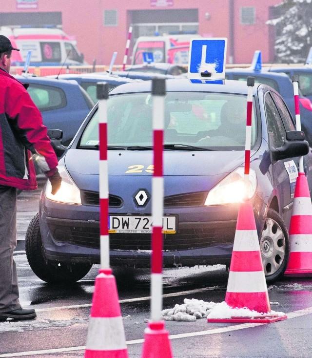 We wrocławskim WORD egzaminuje się przyszłych kierowców na  renault clio III. Wcześniej zdawaliśmy na fiatach: pandzie i punto