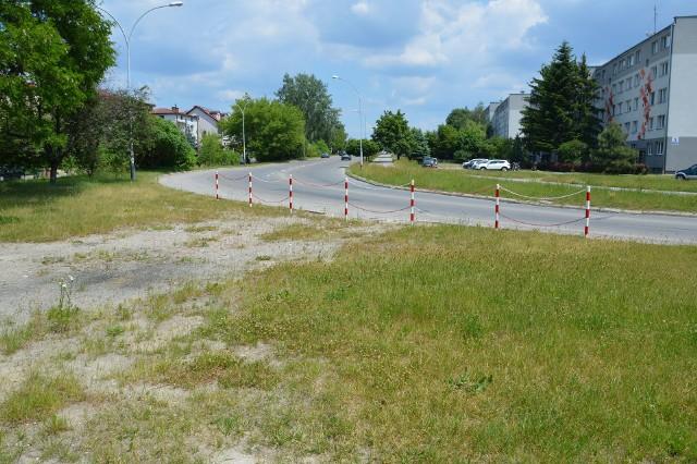 Zakręt na ulicy Okulickiego, tędy na wprost będzie dojazd do obwodnicy od strony ulicy Przemysłowej