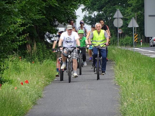 """W niedzielę odbył się bezpłatny rowerowy """"Spacerek po chełmnie"""" ze Sławomirem Grabowskim - """"Przez Twierdzę Chełmno"""". Trasa liczyła 25 km przez Grubno, Stolno, Cepno, Wichorze, Wielkie Czyste, Małe Czyste i Brzozowo. A w niedzielę (28 czerwca) kolejny """"Spacerek"""" - o tym, jak kształtowała się obronność Chełmna od wieków średnich: mury obronne, koszary przy Alei 3 Maja i ul. Biskupiej, kościół św. Ducha - ze Sławomirem Grabowskim. Zbiórka - o godz. 10.30 przed ratuszem."""