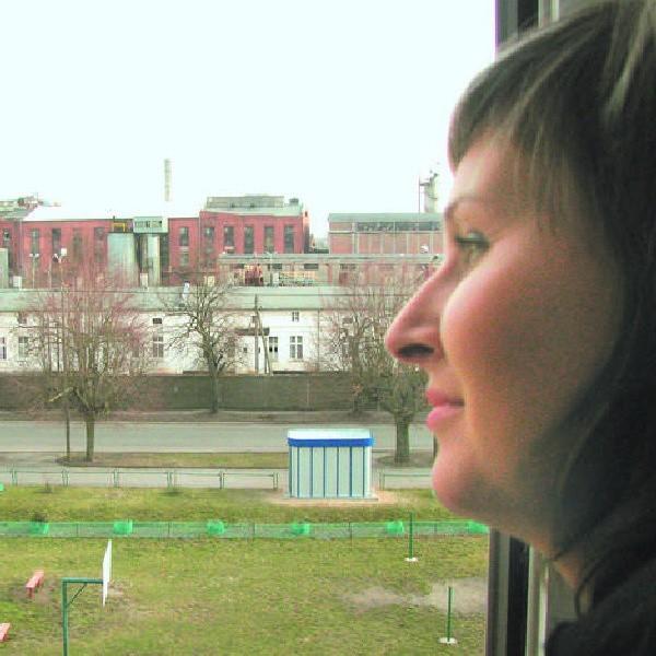 Pani Gosia ma okno z widokiem na cukrownię. Z optymizmem patrzy w przyszłość. - Będzie dobrze. Tuczno da sobie radę - mówi.