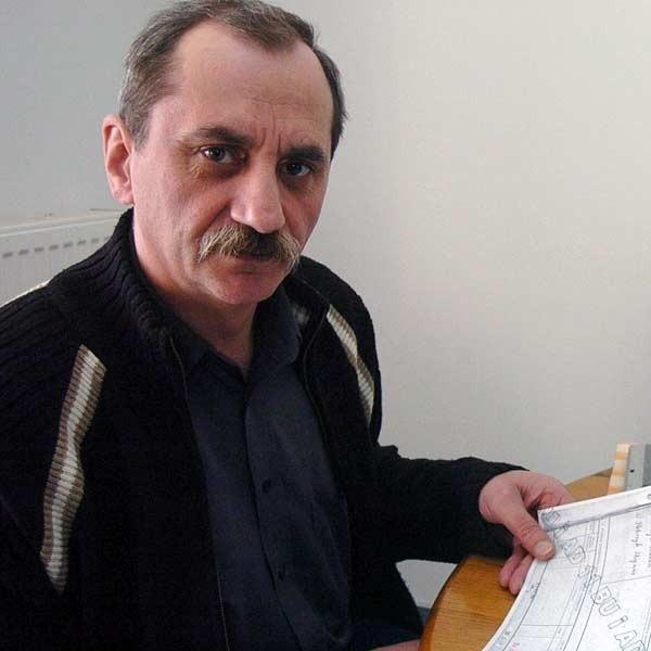 - To Rada Miasta ma uprawnienia do powoływania czy odwoływania sekretarza. Decyzja burmistrza o likwidacji tego stanowiska łamie uprawnienia organu uchwałodawczego - twierdzi Tadeusz Górczyk, dotychczasowy sekretarz miasta, którego niedawno przeniesiono na inne stanowisko.