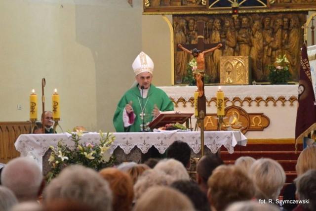 Biskup z koronawirusem udzielał bierzmowania w Białym Borze?