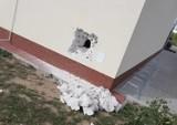 Przez dziury w ścianie kradną alkohol i papierosy z marketów w Wielkopolsce! Plaga włamań do Dino, a sprawcy są nieuchwytni