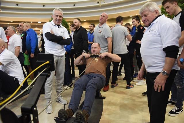 Marszałek Piotr Całbecki wie, że sport to zdrowie, na zdj. finał WOŚP